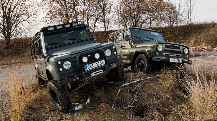UAZ Hunter AMC a Land Rover Defender